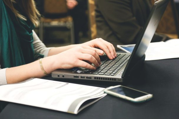 computer-desk-email-7112 (1)