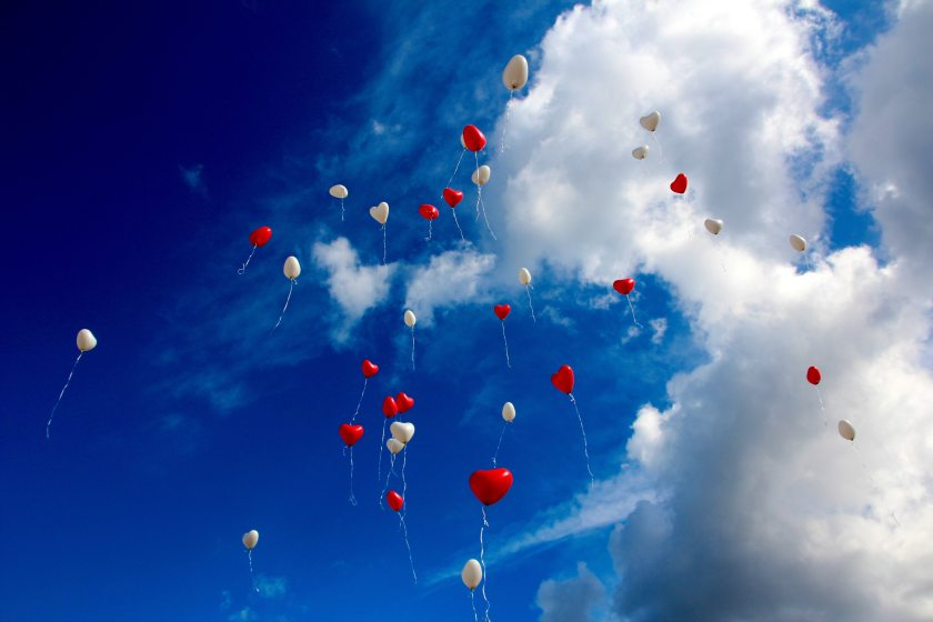 balloons-clouds-heart-33479